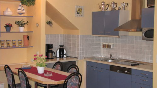 Die Küchenzeile mit dem Essplatz