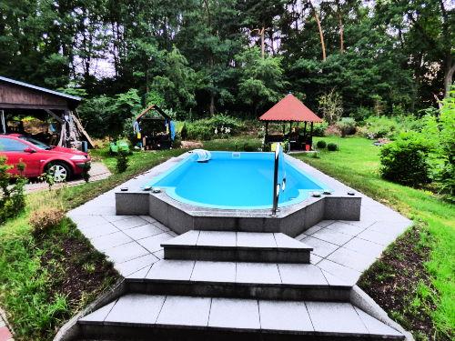Pool und Freizeitfläche