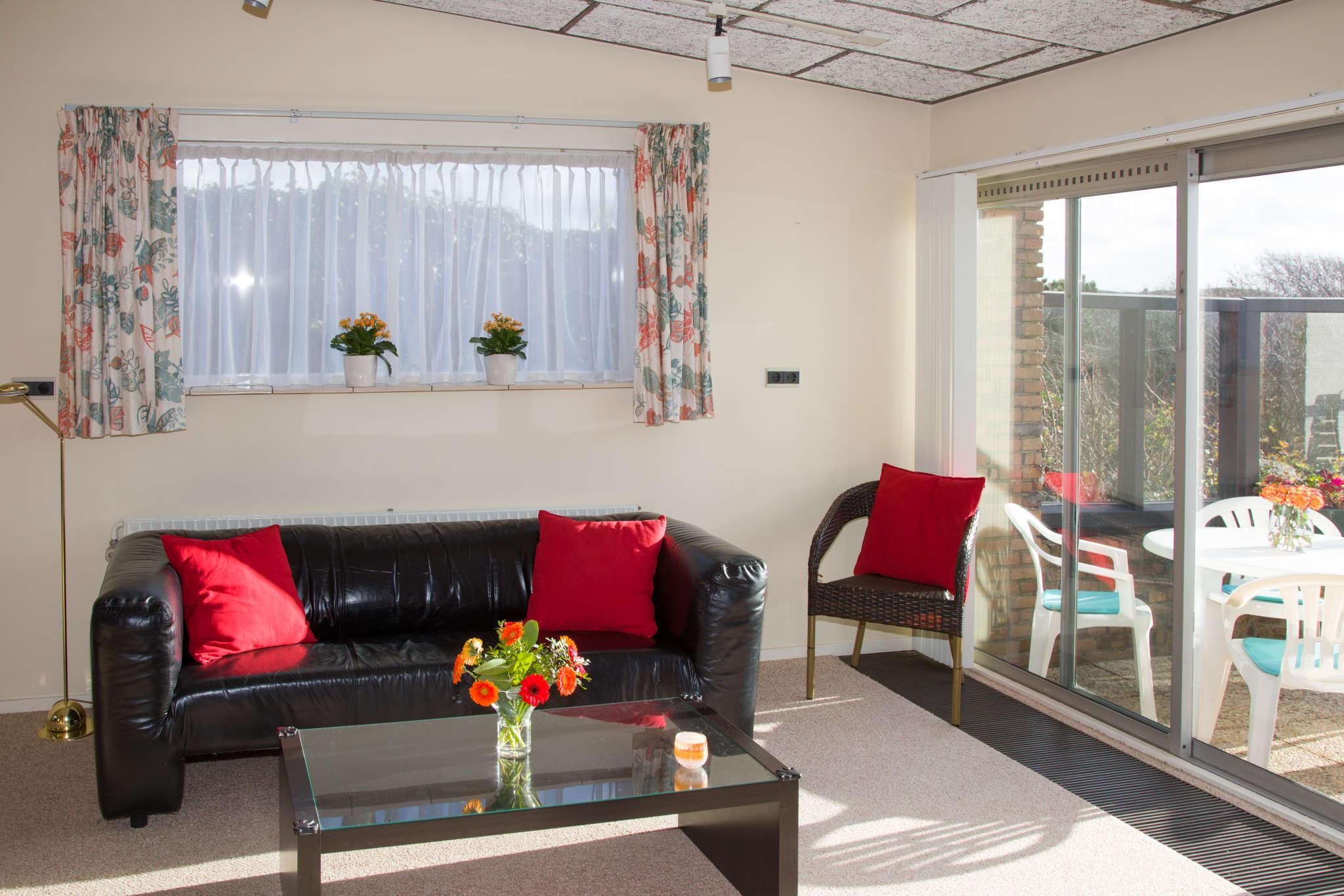 Wohnzimmer Blick uber terrasse u. dorf