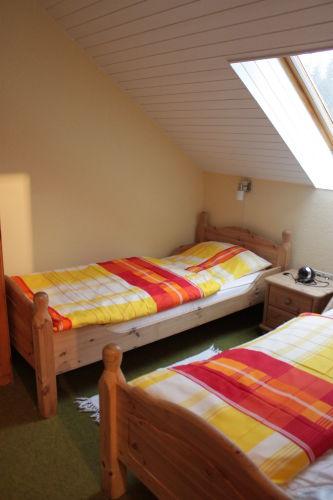auch Schlafzimmer 2 frisch renoviert