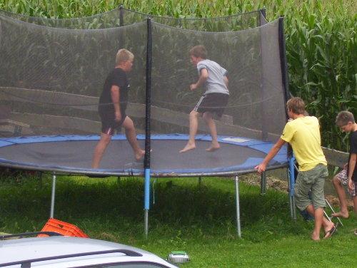 Spaß auf dem Riesentrampolin