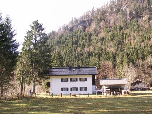 Blick auf Haus und Umgebung