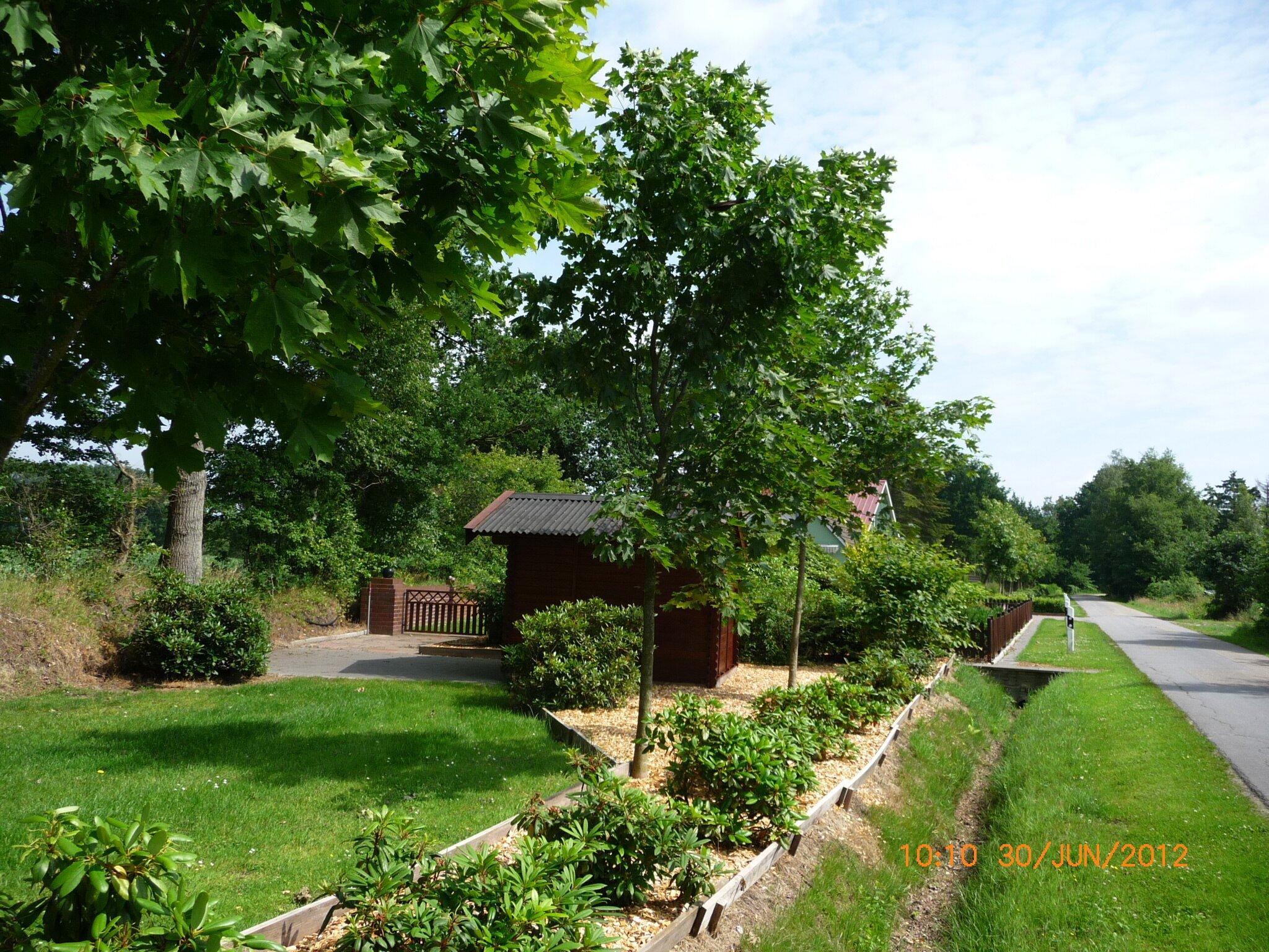 Am Ende des Gartens ist die Fahrradhütte