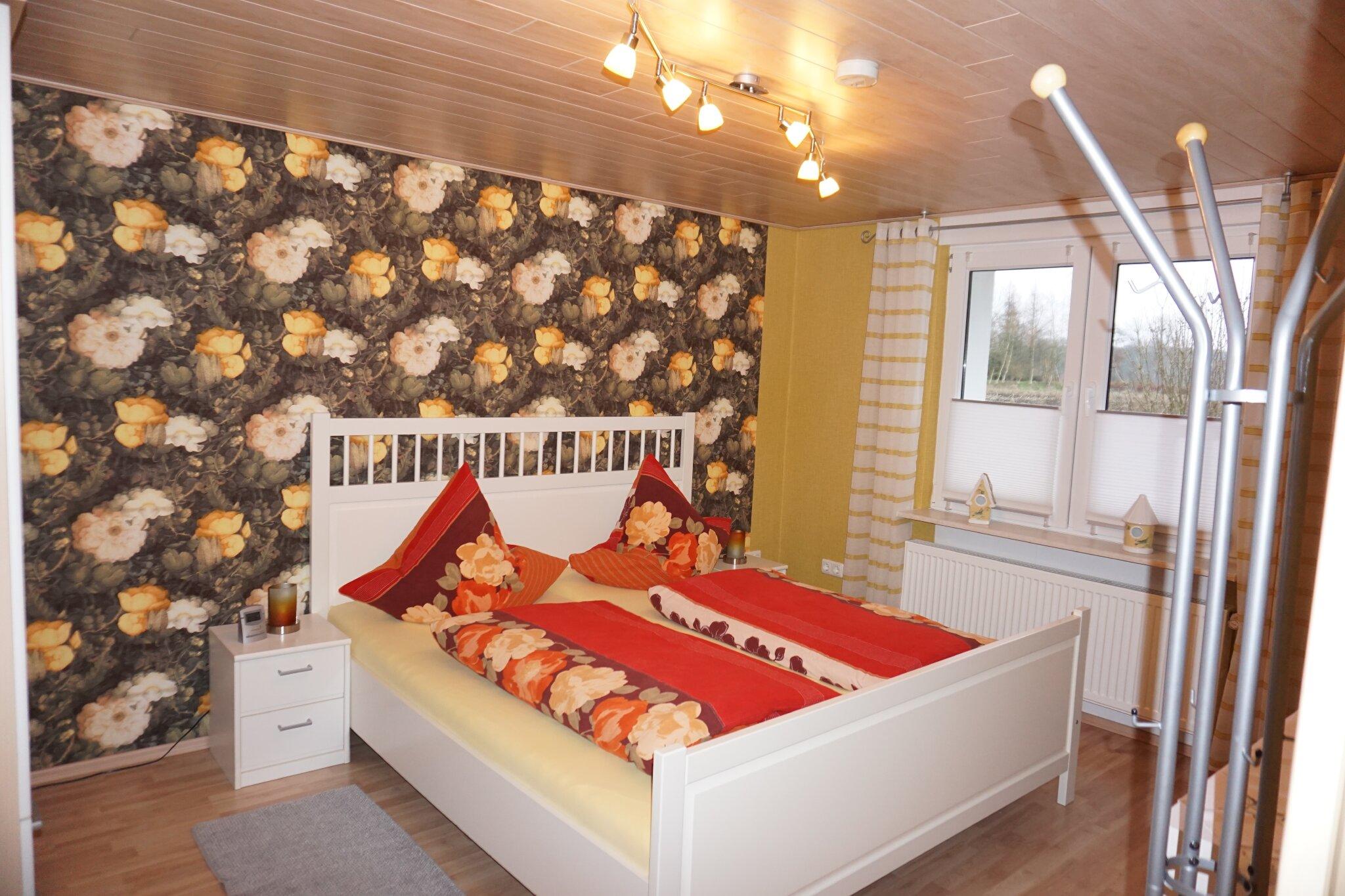 Ein gemütliches Doppelbett