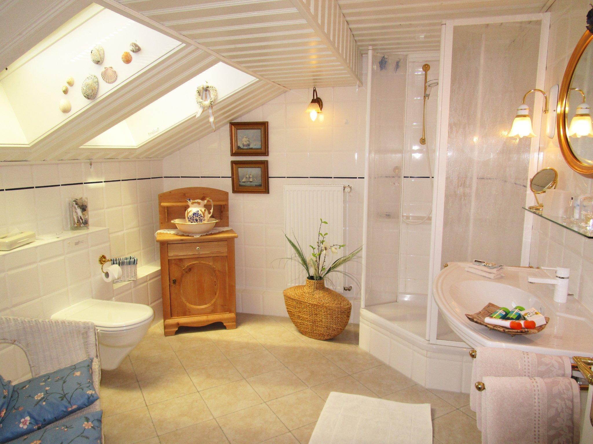 Wohng. B, Bad mit extra breiter Dusche