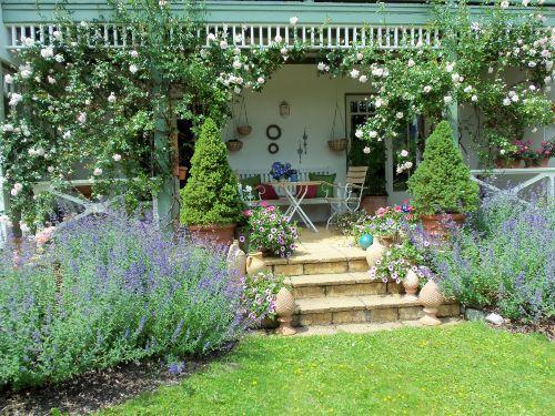 Wohnung B, Blick in den Garten
