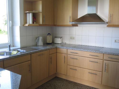 Küche mit Geschirrspüler etc.
