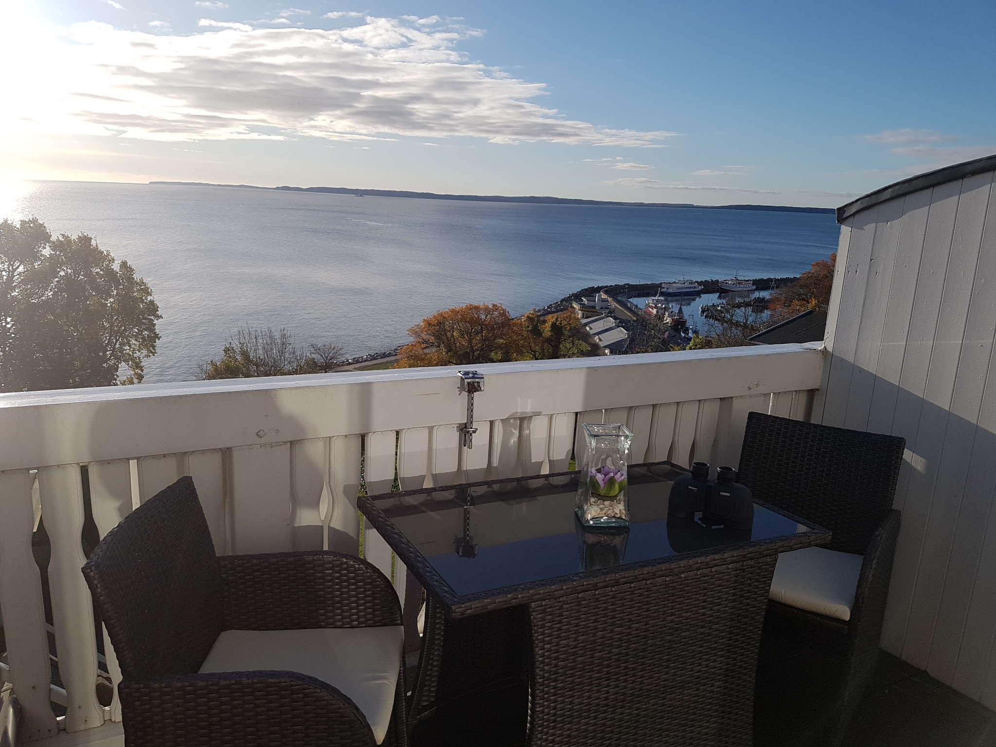 Terrasse mit Blick auf den Hafen