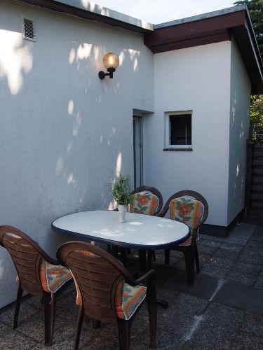 Geschützte Terrasse mit Grillplatz