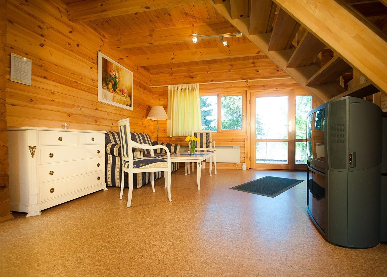Camping auf dem großen Grundstück