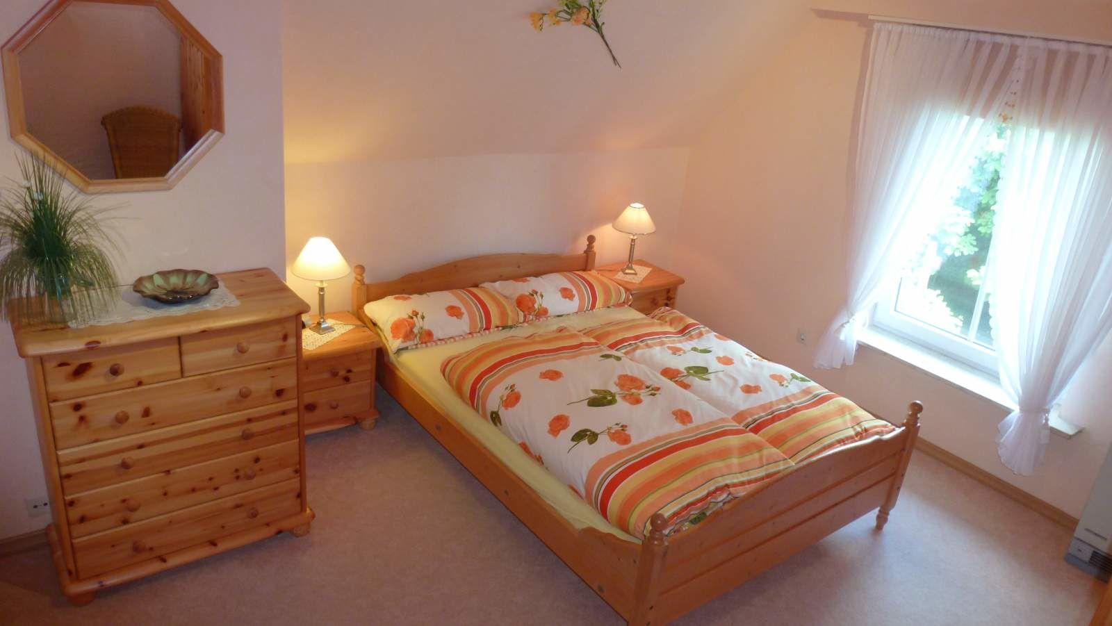 Schlafcouch im großem Schlafzimmer