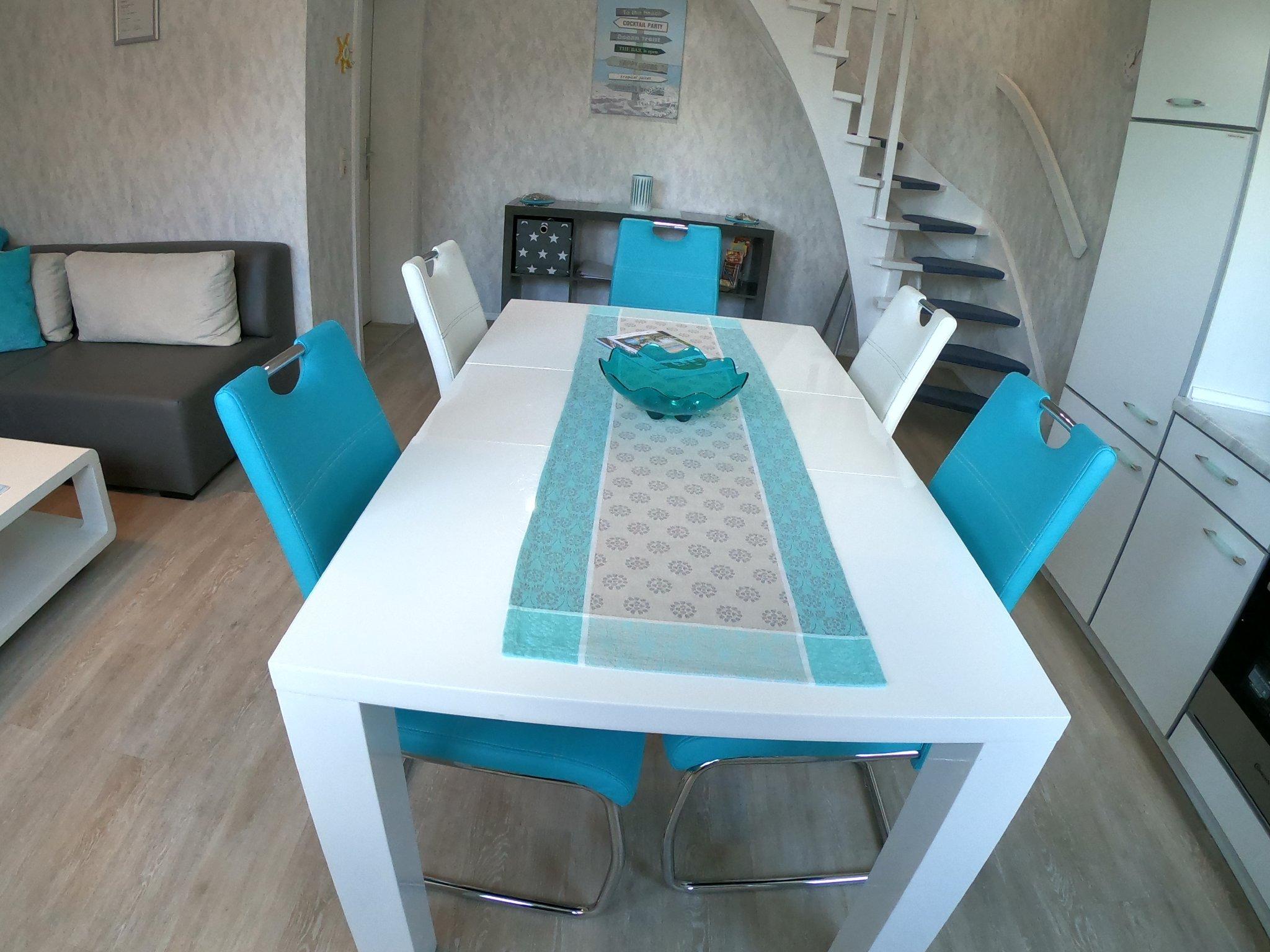 Wohnzimmer mit integr. Einbauküche