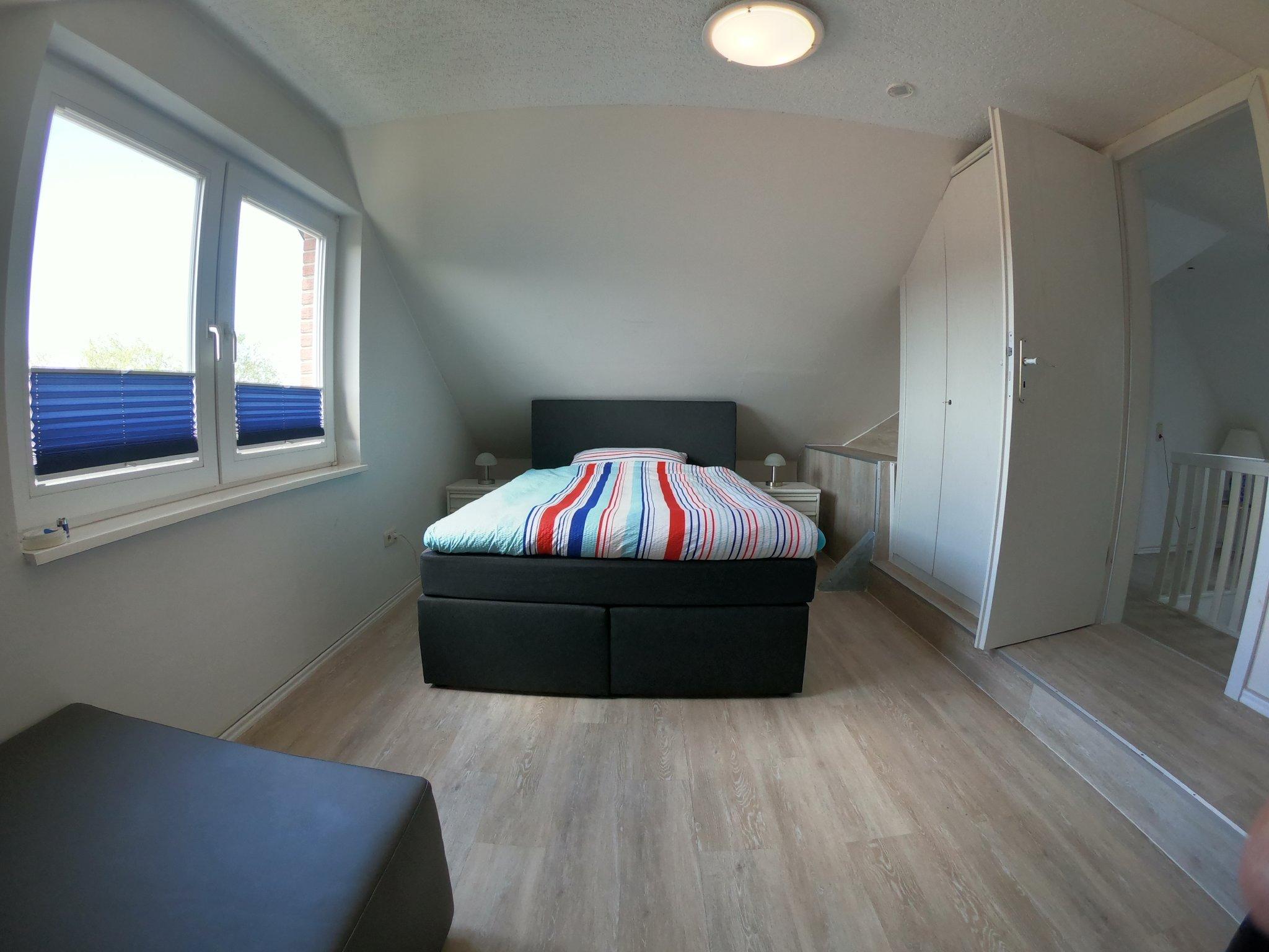 Schlafzimmer 2, 2-Einzel-Boxspringbetten