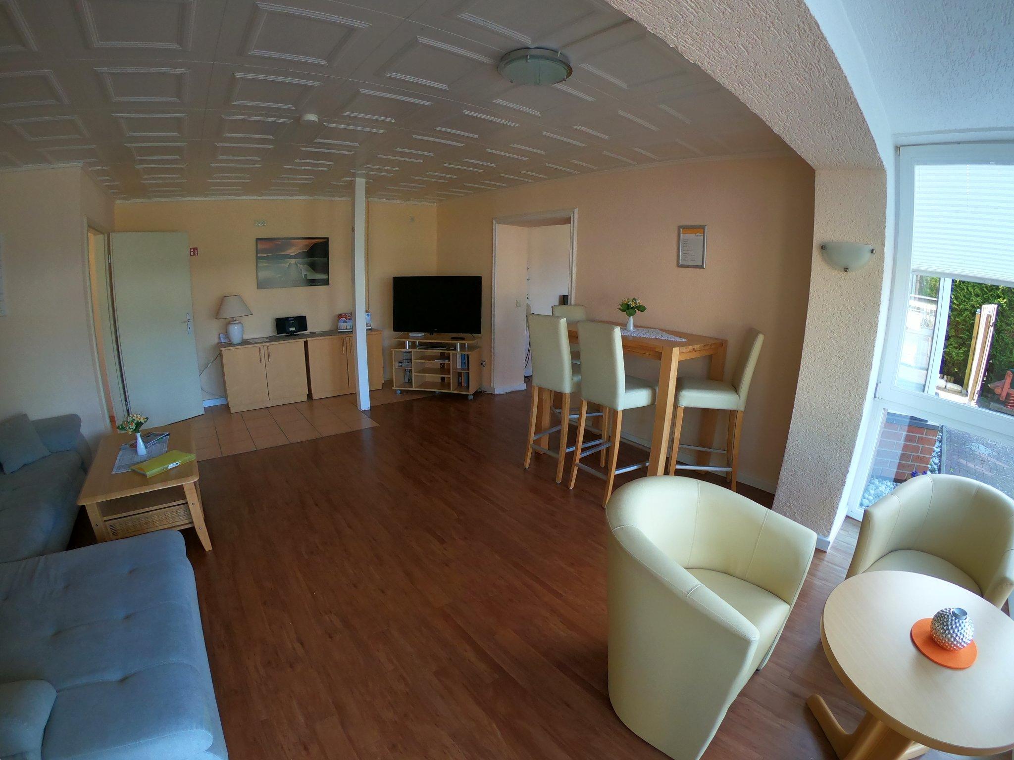 Wohnzimmer, Sitzpl�tze vorm Sonnenerker