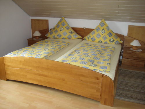 Schlafzimmer mit gro�em Doppelbett