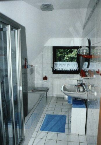 Bad mit Dusche und Badewanne - FEWO 70qm