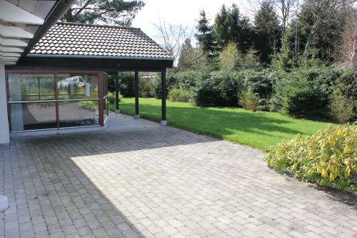 Frei- und überdachte Terrasse