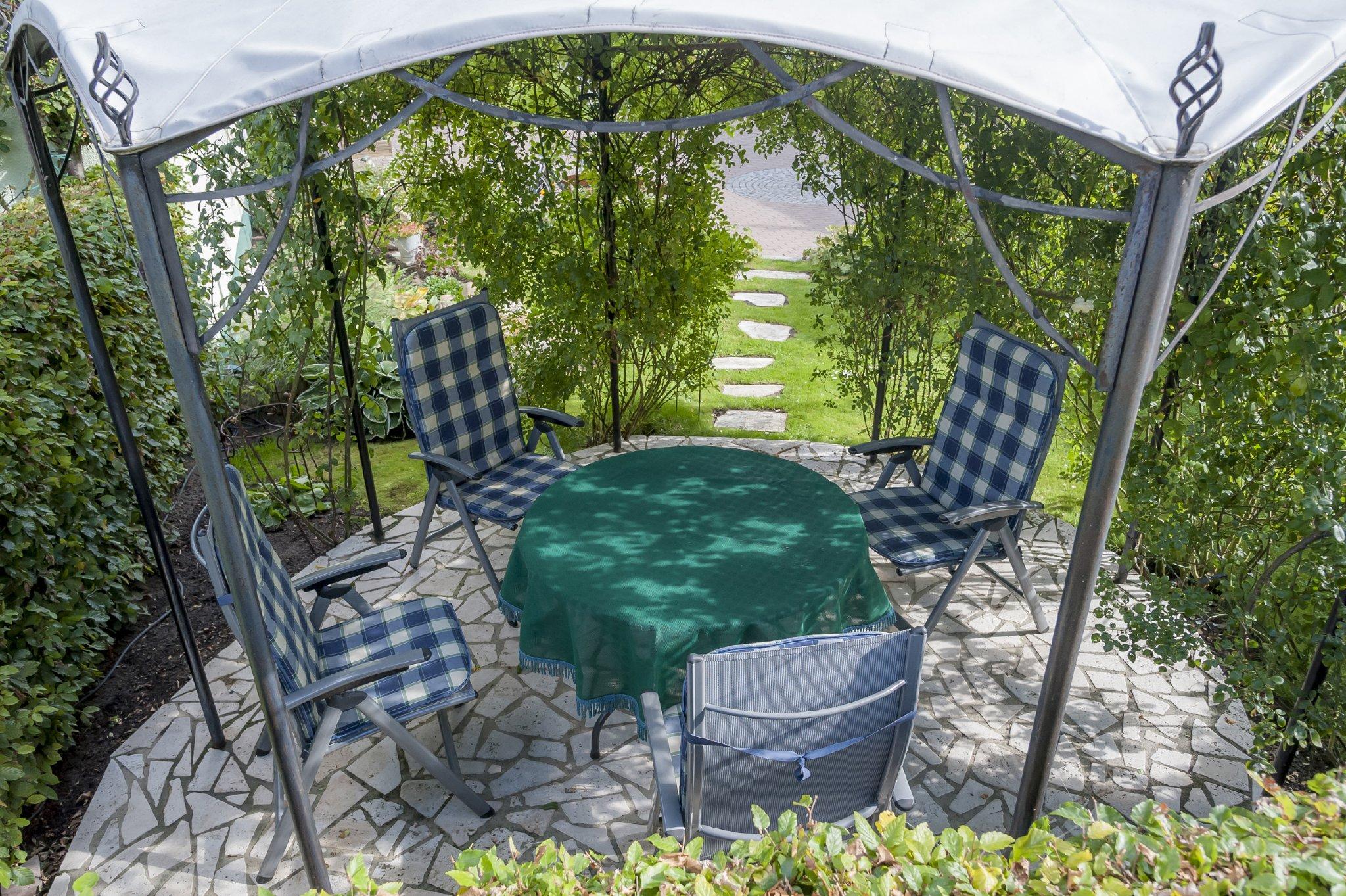Sitzplatz im Garten auch für Raucher