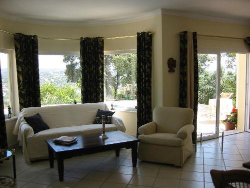 Wohnzimmer mit gem�tlicher Couch