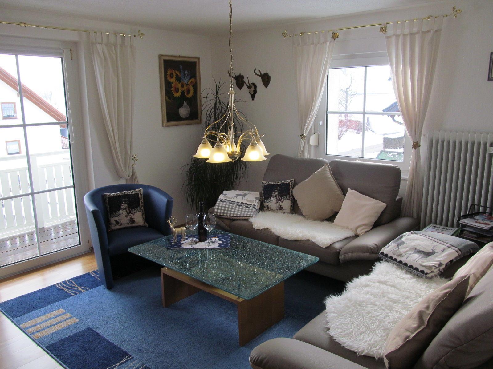 gem�tliches Wohnzimmer mit S�dbalkon