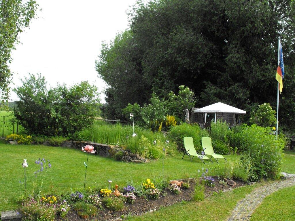 Gartenpavillon am Teich