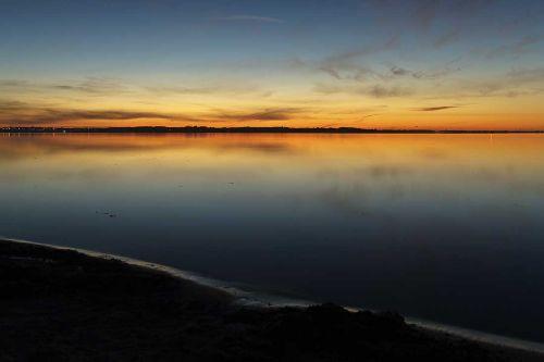Morgendämmerung über der Küste Dänemarks