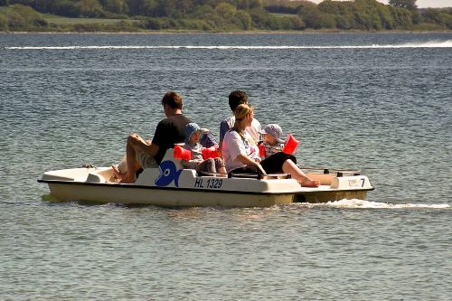 Küstenerkundung mit den Tretboot