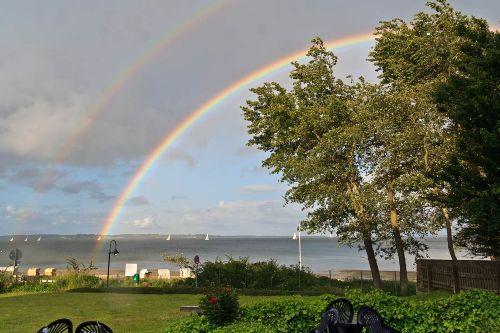 Regenbogen über der Außenförde