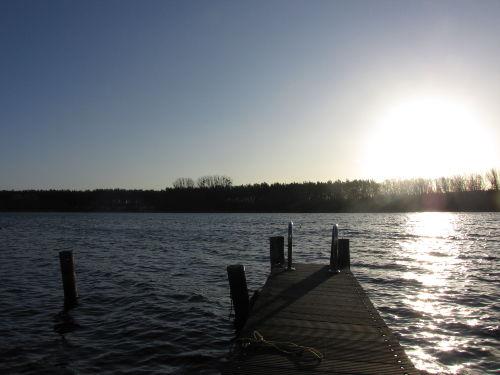 Sonnenaufgang vom eigenen Bootssteg