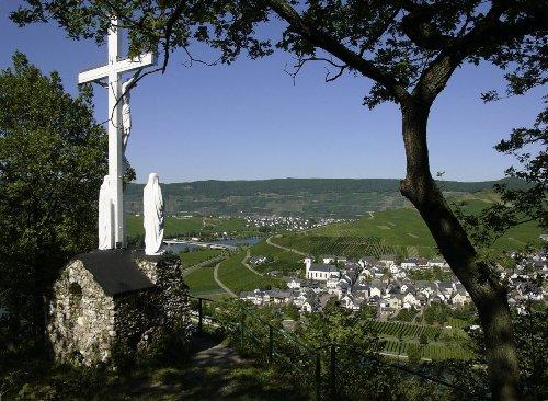 Blick vom Minhimer Kreuz auf den Ort