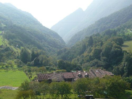 Blick auf das Borgo (Haus in der Mitte)