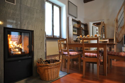 Holz-Pelletskamin in Wohnzimmer