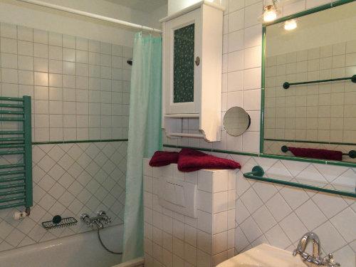 Bad zum Baden und Duschen.