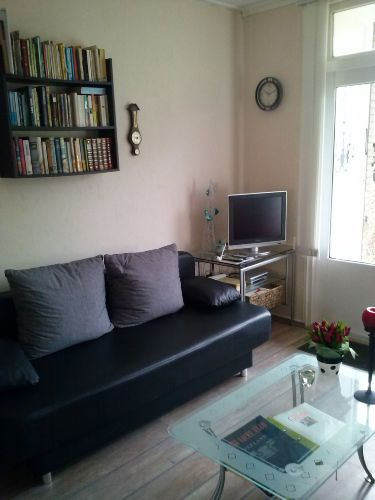 Sofa und Fernseher (Astra SAT TV)