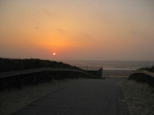 Traumhafter Sonnentuntergang am Strand