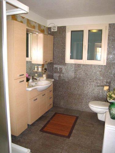 Ihr modernes und freundliches Badezimmer