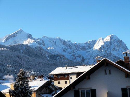 Balkonaussicht auf Wettersteingebirge