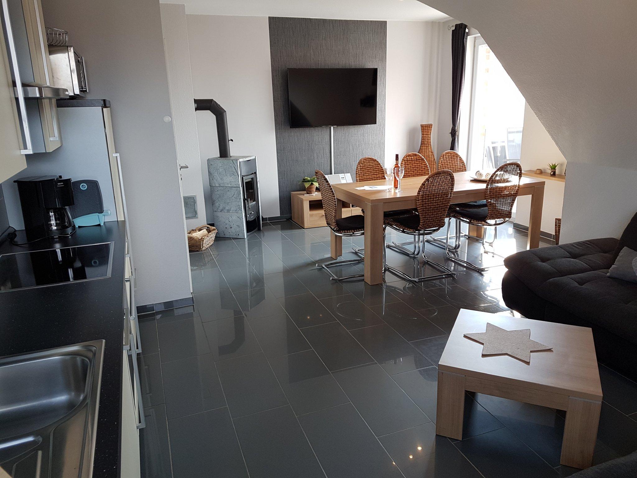 Wohnbereich mit kompletter Küche
