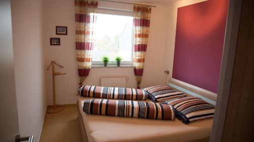 großes Doppelbett 180x200