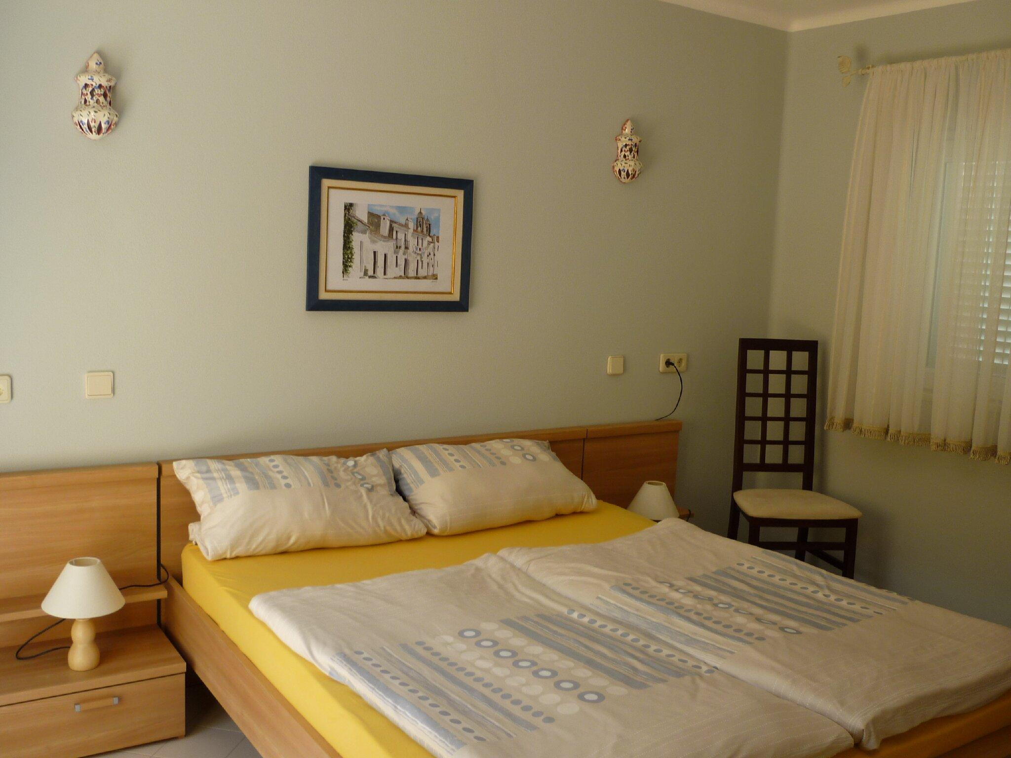 Schlafzimmer 2 Links