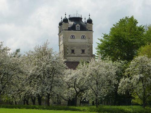 Der Obstgarten zur Blütezeit
