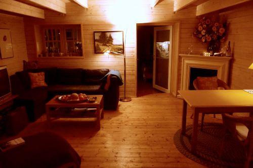 Wohnz. im Holzhaus, Tür zum Schlafzimmer