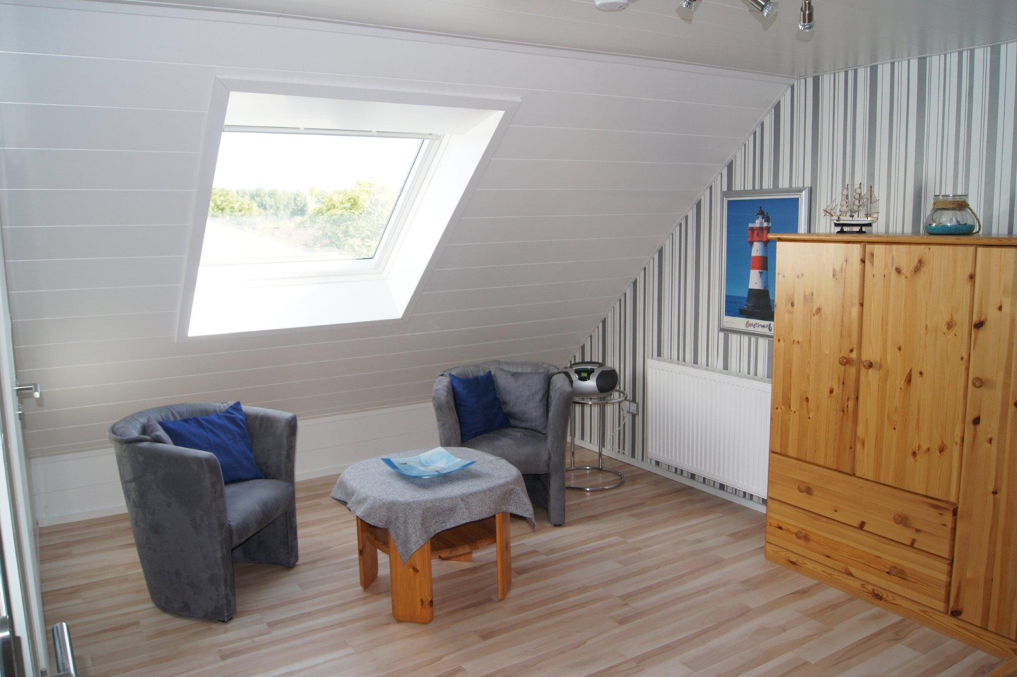 Dachbodenzimmer mit Sitzecke