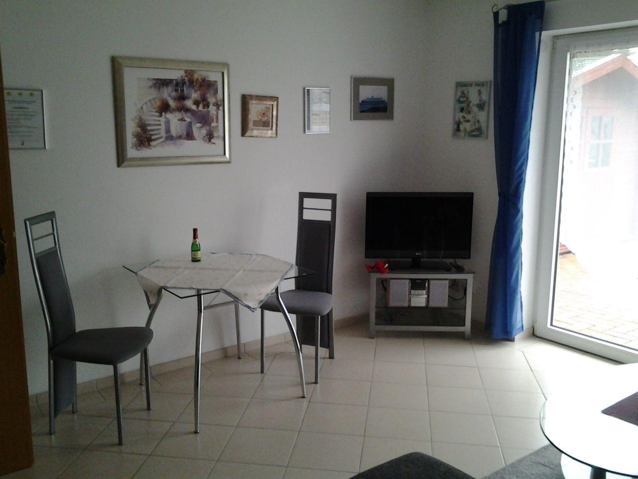 Wohnzimmer mit LED-TV
