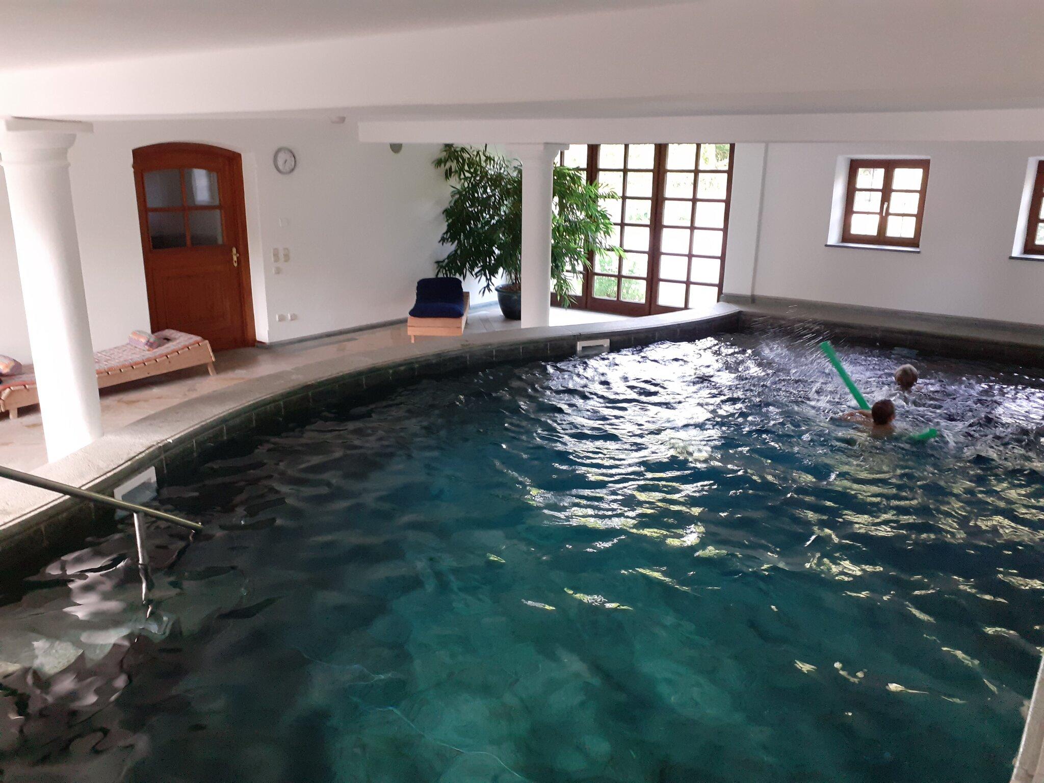 Schwimmbad mit W�rmkabine