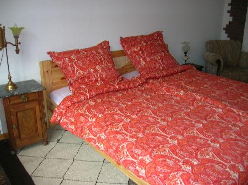 großes Doppelbett in FeWo 1