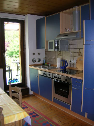 Küche in FeWo 1 mit Zugang zur Terasse