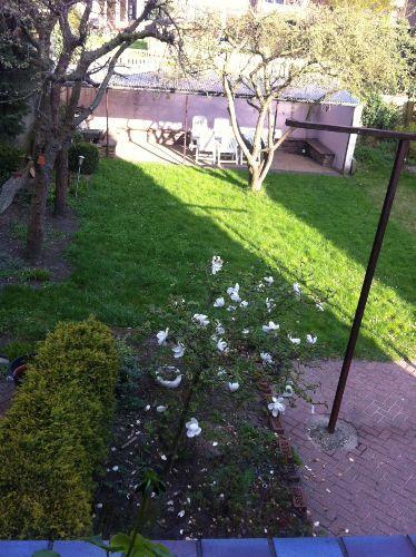 FeWo 1 Blick von Terrasse In den Garten