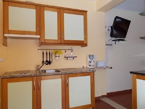 Die gut ausgerüstete Küchenzeile