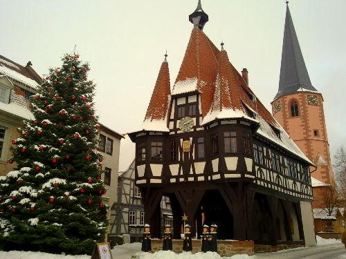 Das Michelstädter Rathaus im Winter